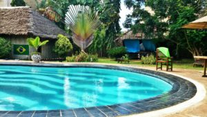 piscina no Diani South Coast Backpackers Hostel