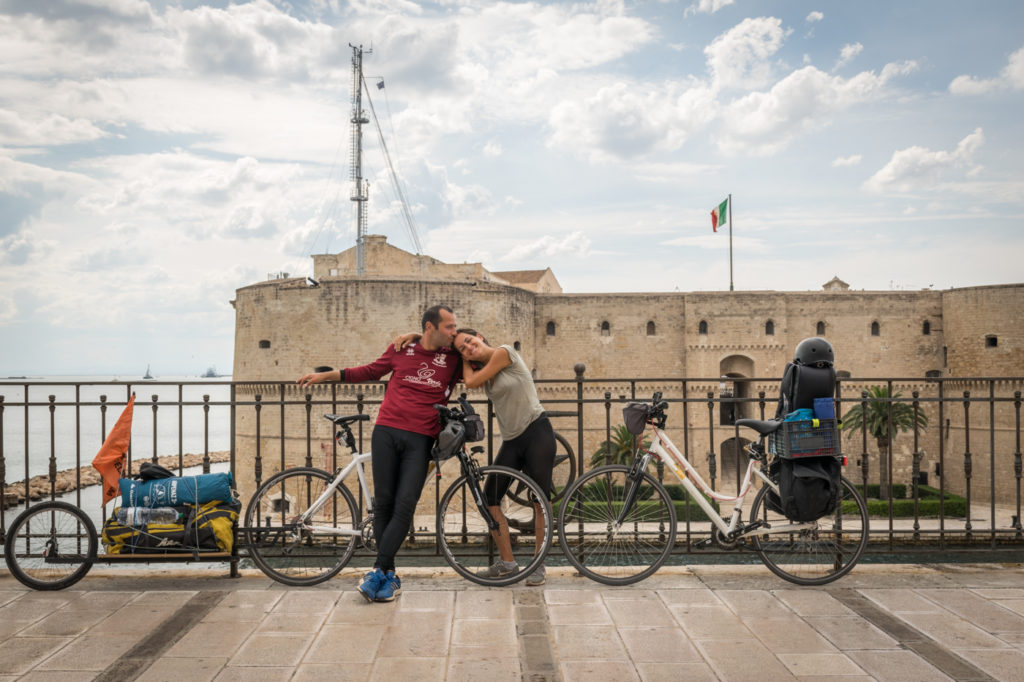 Tiago and Fernanda in Taranto with their bikes