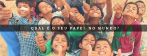 """Many children in the back and a phrase saying """"what is your role in the world?"""" in portuguese"""